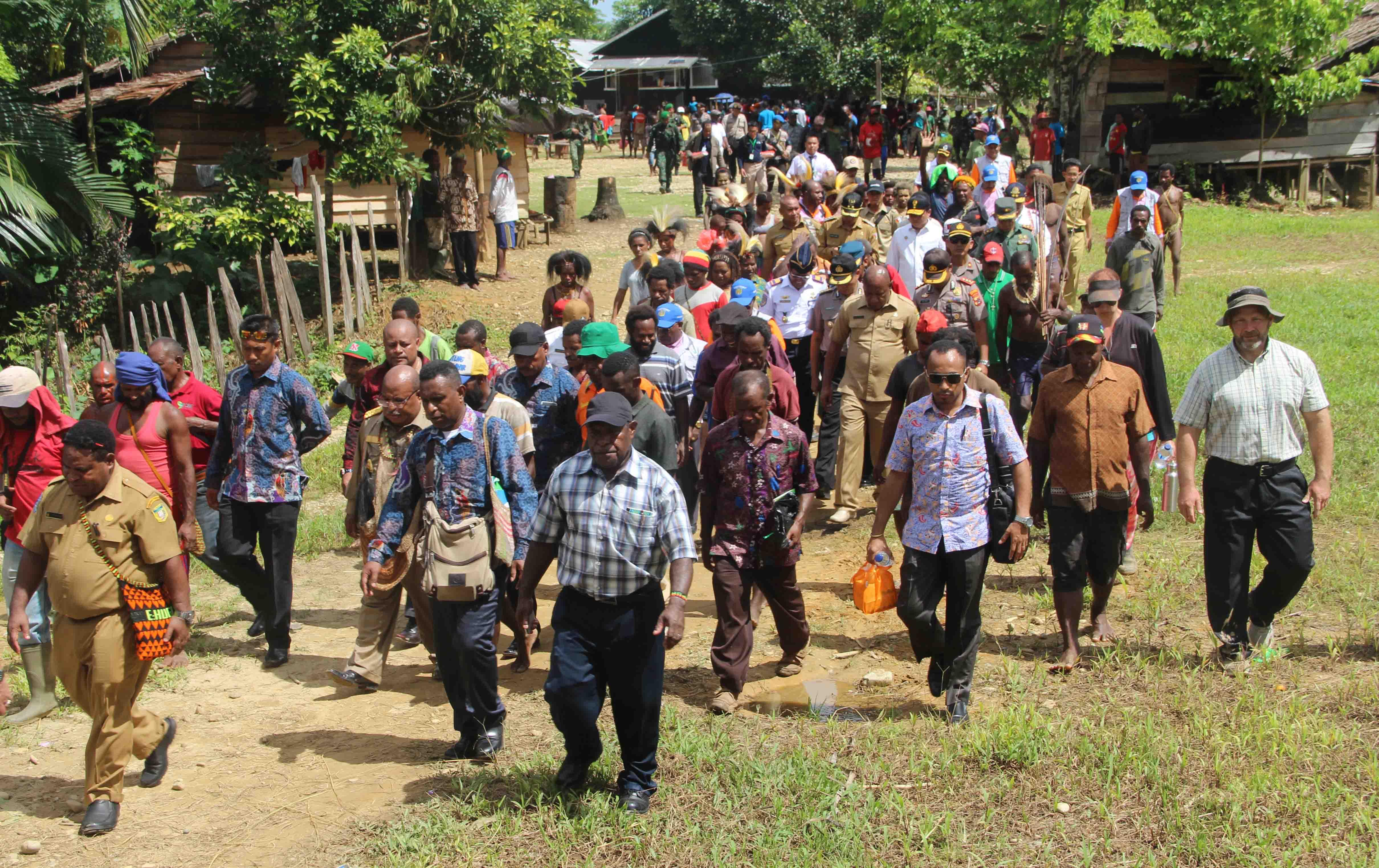 Kunjungan Gubernur Provinsi Papua Ke Danowage Koroway Batu